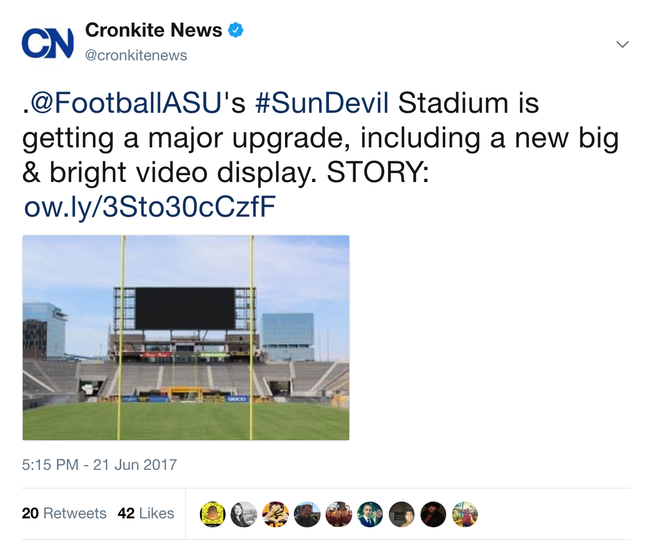 """Tweet from Cronkite News (@cronkitenews) at 5:15PM, 21 June 2017, that reads: """".@FootballASU's #SunDevil Stadium is getting a major upgrade, including a new big & bright video display. STORY: ow.ly/3Sto30cCzfF"""" and is accompanied by na image of the large screen at the Sen Devil Stadium.The tweet has 20 retweets and 42 likes."""